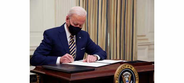 Biden firma ordenes ejecutivas